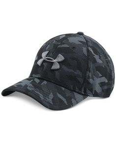 Step up your everyday look with this printed Under Armour cap, designed with HeatGear fabric that helps you stay cool and comfortable.   Polyester   Spot clean   Imported   HeatGear® fabric band is ul
