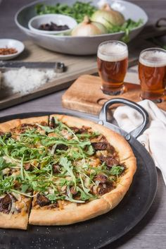 Beer Caramelized Onion, Fig and Gouda Pizza
