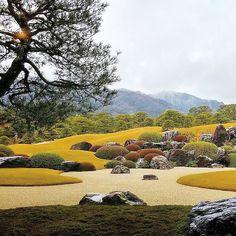 Adachi Museum Garden, Adachi Museum of Art, Yasugi, Japan. Japanese Garden Design, Japanese Landscape, Modern Garden Design, Japanese Gardens, Landscape Architecture, Landscape Design, Adachi Museum Of Art, Steep Gardens, Sacred Garden