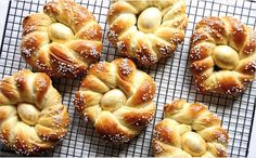 When I first posted the recipe for Italian Easter Bread three years ago, I couldn