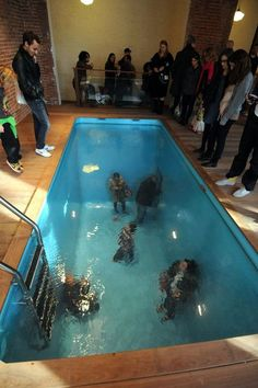 by Leandro Erlich: Fully clothed people walk and breathe beneath the surface of this full sized swimming pool. A large, continuous piece of acrylic spans the pool and suspends water above it, creating the illusion of a standard swimming pool. 3d Street Art, Instalation Art, Interactive Art, Interactive Installation, Interactive Marketing, Sidewalk Art, Cool Stuff, Beginner Painting, Optical Illusions