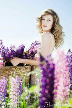 Basket of flowers Jocelyne Roy Photography Athénaïs model