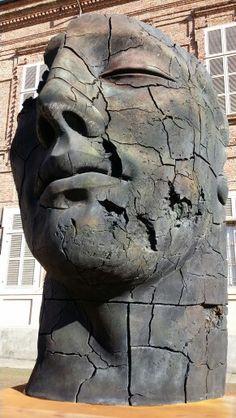 Igor Mitoraj, Teseo screpolato, Turin, Italy