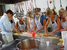 http://scuoladicucinafontegiusta.com/upload/foto-corsi-cucina-archivio-03.jpg