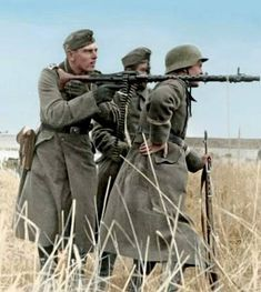"Wehrmacht soldiers in Soviet Union during the operation ""Barbarossa"" 1941 Ww2 Uniforms, German Uniforms, German Soldiers Ww2, German Army, Military Art, Military History, Mg34, Military Drawings, Germany Ww2"