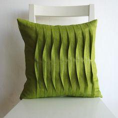Coussin vert à plis Couture