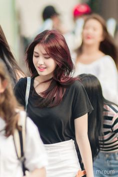 Hair styles korean korea 21 Ideas for 2019 Kpop Girl Groups, Korean Girl Groups, Kpop Girls, Jeon Somi, Korean Beauty, Asian Beauty, Hairstyles With Bangs, Cool Hairstyles, Kim Chungha