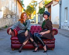 Katrin wears an epic tulle skirt with a latex belt bag and a vintage blazer. Tina is wearing an epic latex leggings, a beret and a waist belt with a vintage blazer. Dreams And Visions, Latex Fashion, Beret, Two Hands, Industrial Style, Designer, Upcycle, Hipster, Blazer