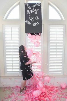 8 Gender Reveal Party Ideas You have to Try! A roundup of some amazing and unique gender reveal ideas that you and your loved ones will love! Read fun and creative gender reveal ideas for parents now! Babyshower Party, Baby Party, Baby Shower Parties, Baby Shower Themes, Shower Ideas, Party Fun, Perfect Party, Party Games, Baby Showers