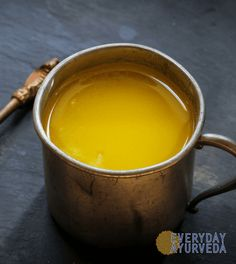Ghee is a type of clarified butter that has become very popular, and you may wonder whether it's a healthier option than butter. This article takes a detailed look at ghee and how it compares with butter. Vata Dosha, Healthy Fats, Healthy Eating, Healthy Options, Healthy Recipes, Healthy Breakfasts, Making Ghee, Desi Ghee, Clarified Butter