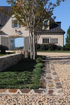 Gravel Driveway Design Ideas, Pictures, Remodel, and Decor – page 5 - Alles über den Gravel Driveway, Driveway Entrance, Driveway Landscaping, Outdoor Landscaping, Outdoor Gardens, Driveway Ideas, Carport Ideas, Hillside Landscaping, Landscaping Ideas