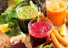 Discover the four best juice cleanses you can try this week to burn belly fat, shed pounds and kick start your diet, on SheFinds. Detox Plan, Smoothie Recipes, Diet Recipes, Healthy Recipes, Juice Recipes, Soup Recipes, Homemade Juice Cleanse, Le Psoriasis, Juice Cleanses