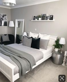 trendy bedroom ideas for small rooms modern desks Bedroom Layouts, Room Ideas Bedroom, Small Room Bedroom, Bedroom Colors, Small Rooms, Bedroom Decor, Trendy Bedroom, Bedroom Furniture, Bedroom Boys