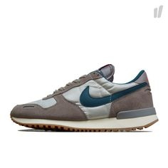 Nike Shoes Usa, Nike Shoes Outlet, New Sneakers, Sneakers Nike, New Sneaker Releases, Nike Wmns, Site Nike, Red Purple, Dark Blue