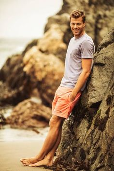This Mens summer casual short outfits worth to copy 25 image is part from 75 Best Mens Summer Casual Shorts Outfit that You Must Try gallery and article, click read it bellow to see high resolutions quality image and another awesome image ideas. Mode Masculine, Casual Shorts Outfit, Casual Outfits, Boys Short Outfits, Outfit Beach, Beach Attire, Jean Outfits, Preppy Summer Outfits, Casual Summer
