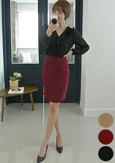 Today's Hot Pick :[Romi]ハイウエストペンシルスカート http://fashionstylep.com/SFSELFAA0015393/romi00ajp/out 大人きれいなルックスのハイウエストスカートです。 極めてシンプルなデザインに仕立て、上質感をアップ★ 安定感あるミディ丈なので、負担なく穿けるスカートです。 常秋なブリティッシュなカラーを取り入れて、これからの季節にぴったりです! ◆3色: ベージュ,ワイン,ブラック
