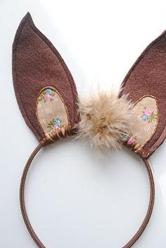 Adorable DIY Animal Ear Headbands For A Kid's Imaginative Play Kidsomania Seussical Costumes, Easy Costumes, Costume Ideas, Diy Headband, Ear Headbands, Headband Tutorial, Panda Maske, Kangaroo Costume, Nativity Costumes