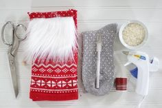 How to Make Christmas Gnomes Christmas Sewing, Christmas Gnome, Pencil Crafts, Glue Gun Crafts, Diy Craft Projects, Craft Ideas, Diy Ideas, Sewing Projects, Old Sweater