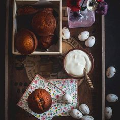 ΖΑΧΑΡΟΠΛΑΣΤΕΙΟ Muffin, Breakfast, Food, Muffins, Hoods, Meals, Cupcake, Cup Cakes