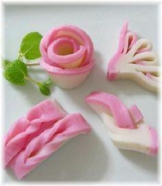 """「おせちに蒲鉾の飾り切り""""結び、菊水、手綱、バラ""""」おせちの彩りに、かまぼこの飾り切りを添えて華やかさの演出です。【楽天レシピ】"""