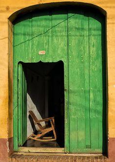 Waiting, La Havana, Cuba. Photo by John Barclay