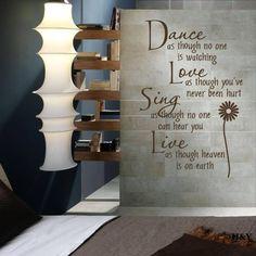 Известная фраза, выполненная на стене.