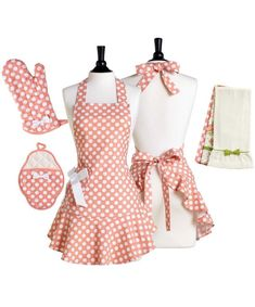 Lots of busy chefs on a fun full apron with flattering lines. Retro Apron, Aprons Vintage, Apron Pattern Free, Apron Patterns, Jean Apron, Apron Designs, Cute Aprons, Linen Apron, Techniques Couture