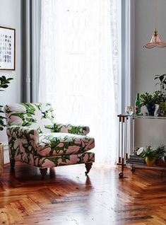 Anthropologie partnered with designer Whitney Pozgay for a spring furniture and home decor collection that's full of prints, patterns, and florals. Retro Living Rooms, Living Room Modern, Living Room Decor, Decorating Your Home, Interior Decorating, Interior Design, Retro Home, Interior And Exterior, Family Room