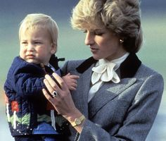 Pin for Later: See Prince William and Kate Middleton as Kids! Princess Diana carried baby Prince William at the Aberdeen, Scotland, airport in October Lady Diana Spencer, Diana Son, Prince Charles, Prince William Et Kate, Charles And Diana, William Kate, Princess Diana Family, Royal Princess, Prince And Princess