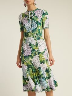 Dolce & Gabbana Hydrangea-print fluted-hem cady dress Pretty Dresses, Beautiful Dresses, Modest Fashion, Fashion Dresses, Style Classique, Matches Fashion, Minimal Fashion, Dress Patterns, Silk Dress