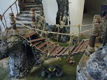 Easy to build bridge for joining terraced landscapes on your miniature table Halloween Town, Halloween Village Display, Casa Halloween, Halloween Crafts, Christmas Town, Christmas Villages, Diy Christmas Village Platform, Creepy, Scary