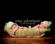 Two peas in a pod!  amyrobertsonphotography.com