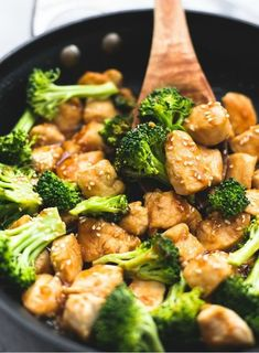 The BEST Paleo Chicken and Broccoli with Keto and chicken stir-fry sauce. Easy Healthy Chinese Chicken and Broccoli stir-fry for low carb meals ! Sesame Chicken, Honey Garlic Chicken, Chinese Chicken, Japanese Chicken, Walnut Chicken Recipe, Chicken Recipes, Diet Recipes, Chicken Broccoli Stir Fry, Chicken Saute