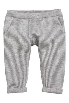 Fine-knit trousers: BABY EXCLUSIVE/CONSCIOUS. Trousers in a soft, fine, organic cotton knit with a textured stripe. Elasticated waist and side pockets.