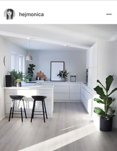 4 Lucky Cool Tips: Simple Minimalist Home Floors vintage minimalist bedroom mid century.Minimalist Home Office Beds minimalist decor diy simple. Home Decor Kitchen, Kitchen Living, Kitchen Interior, New Kitchen, Kitchen Ideas, Interior Plants, Kitchen Layout, Kitchen Island, Kitchen Plants