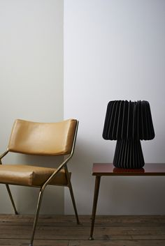 Designer light composition with leather chair black Paper Table, A Table, Mad About The House, Black Table Lamps, Mood Light, Light Fittings, Soft Furnishings, Lighting Design, Beams