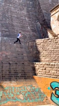 It makes me smile that he is so pleased with himself☺ Stupid Funny, Funny Jokes, Funny Cute, Parkour Workout, Kickboxing Workout, Wow Video, Funny Clips, Crazy People, Stunts