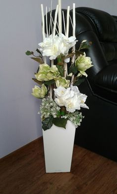 Arrangement + with + amaryllis + and + magnolias + .- Aranžmá+s+amarylisy+a+magnoliemi+. Tall Flowers, Church Flowers, Winter Flowers, Pretty Flowers, Orchid Flower Arrangements, Christmas Flower Arrangements, Corporate Flowers, Deco Originale, Diy Wall Art