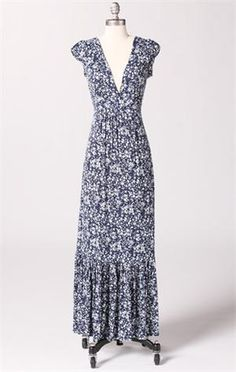 love this long maxi dress. Hoping to find a sewing pattern so I can make a similar dress.