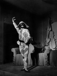 Archivio multimediale del Piccolo Teatro di Milano - Vestuario de Leonor Fini (Arlecchino).