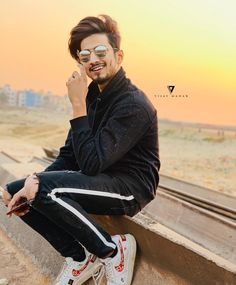 The sun is about to set so is my life💫It's shinin already so is my life❤ Cute Boy Photo, Photo Poses For Boy, Boy Poses, I Miss You Cute, Photoshoot Pose Boy, Lovers Pics, Dear Crush, My Crush, Cute Love Images