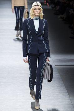 Versace Fall 2016 Ready-to-Wear Fashion Show - Leila Goldkuhl