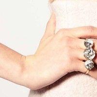 Aposte na tendência do anel inspirado no estilo soco inglês e fique na moda com o acessório