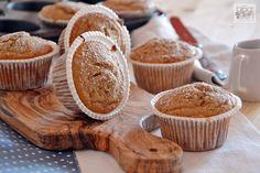 Muffin senza glutine con quinoa, castagne e cioccolato, dei soffici dolcetti preparati con yogurt bianco senza lattosio e arricchiti con gocce di cioccolato