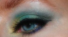 Maquillaje con glitter para lucir en las fiestas - http://www.bezzia.com/maquillaje-con-glitter-para-lucir-en-las-fiestas/