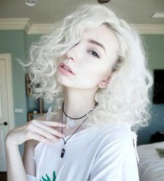 Hairstyle for Curly Short Hair Wanna see the latest short hair trends for curly hair? Here in this post we have collected 25 Gorgeous Short Curly Hairstyles that you will adore! Short Curly Hairstyles For Women, Long Curly Hair, Hairstyles With Bangs, Trendy Hairstyles, Girl Hairstyles, Curly Hair Styles, Curly Short, Curly Haircuts, Gorgeous Hairstyles
