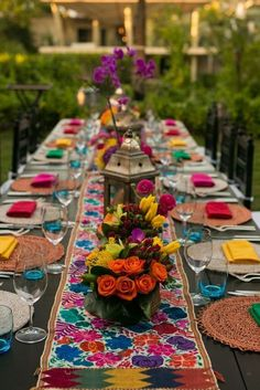 ideas wedding themes mexican fiesta party for 2019 Mexican Bridal Showers, Mexican Theme Baby Shower, Mexican Themed Weddings, Mexican Wedding Traditions, Mexican Fiesta Party, Mexican Dinner Party, Fiesta Theme Party, Quinceanera Party, Quinceanera Decorations