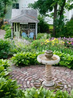 Patio Design Tips - Better Homes & Gardens - Add a Water Feature Even a small fountain or birdbath lends a soothing sound or draws birds and butterflies. Petite water features can also act as a charming focal point, like this birdbath centered in a small Unique Garden, Diy Garden, Dream Garden, Garden Projects, Garden Paths, Garden Shade, Porch Garden, Diy Projects, Garden Boxes