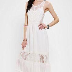 Kimchi Blue Uo White Lace Maxi Dress