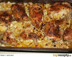 neskutečně dobré kuře  4 kuřecí stehýnka, 2 smetany na vaření, brambory, sůl, mletý kmín, cibule a máslo Postup přípravy receptu Pekáč vymažeme máslem, vložíme brambory na plátky nakrájené. Ty posolíme, posypeme mletým kmínem a na ně dáme nakrájenou cibulku...... na to vložíme kuřecí stehýnka, která opět posolíme a posypeme mletým kmínem. Vše zalijeme smetanou a pekáč přikryjeme druhým......tak to pečeme asi 1 1/2hod, pak otevřeme a ještě pečeme, dokud není kůžička křupavá - cca 20min. No Salt Recipes, Chicken Recipes, Snack Recipes, Cooking Recipes, Slovak Recipes, Czech Recipes, Ethnic Recipes, Pecan Pralines, Foodies